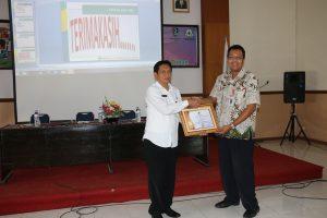 Penyerahan Piagam Penghargaan kepada Tim KBK Prima